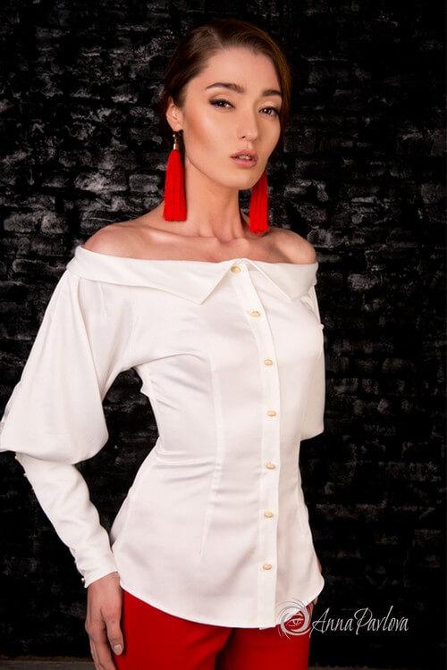 Блузка с высоким манжетом