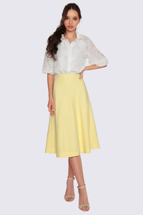 Платье с желтой юбкой
