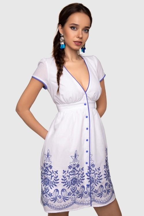 Платье белое с вышивкой
